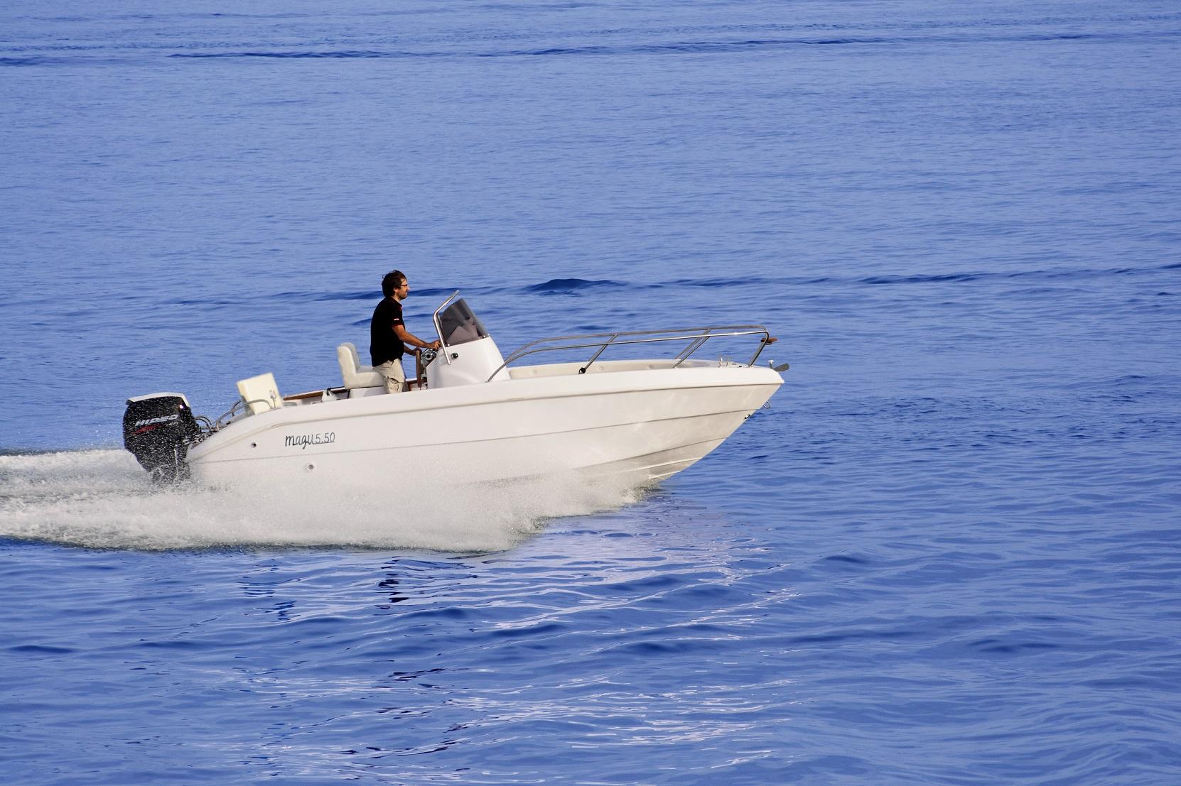 Barca con motore fuoribordo Hidea